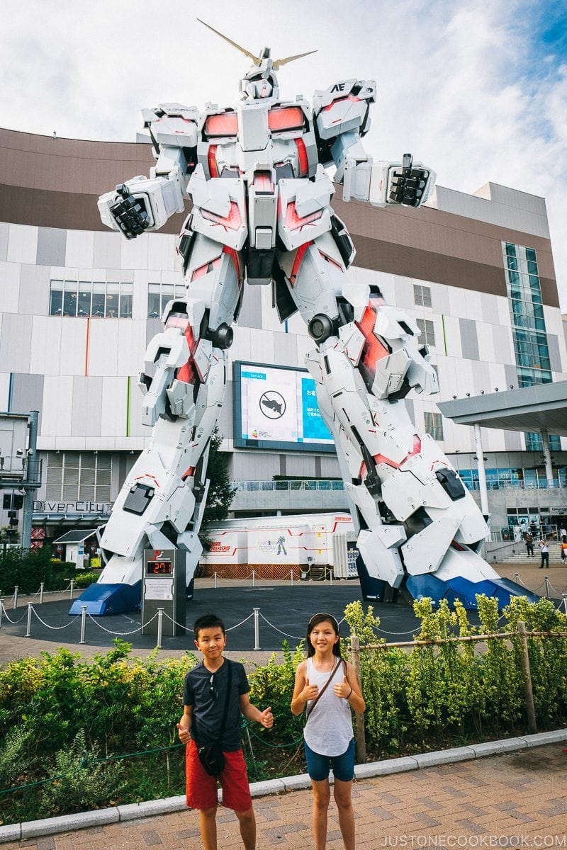 children in front of The Life-Sized Unicorn Gundam Statue - Tokyo Odaiba Travel Guide | www.justonecookbook.com