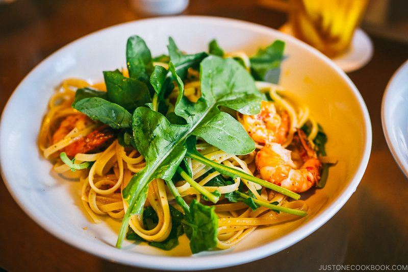 prawn and chilli linguine, garlic and rocket at bills Odaiba - Tokyo Odaiba Travel Guide | www.justonecookbook.com