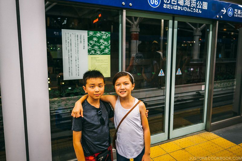 children at Odaiba-Kaihinkoen Station - Tokyo Odaiba Travel Guide | www.justonecookbook.com