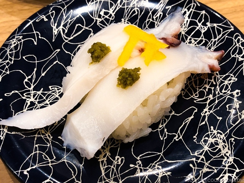 octopus sushi at Toppi Sushi Venus Fort - Tokyo Odaiba Travel Guide | www.justonecookbook.com