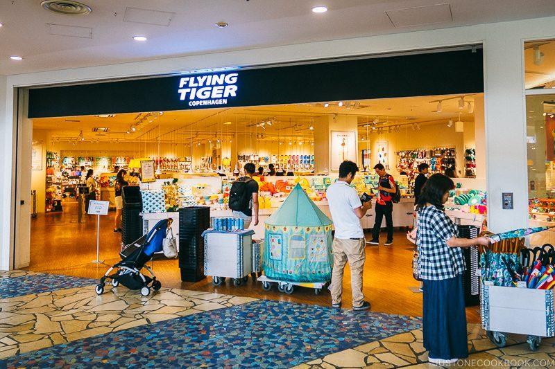 Flying Tiger store Aqua City Odaiba - Tokyo Odaiba Travel Guide | www.justonecookbook.com