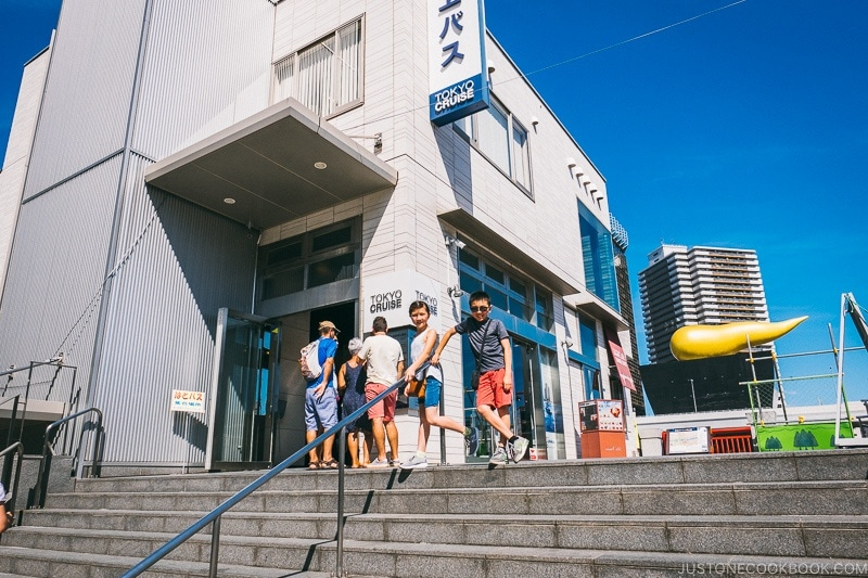 children at Tokyo Cruise pier in Asakusa - Tokyo Cruise | www.justonecookbook.com