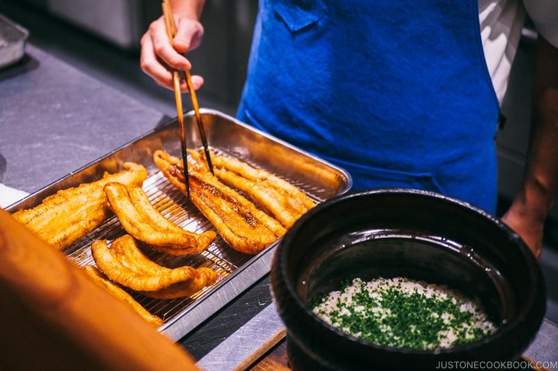 chef preparing eel rice - Restaurant Den Tokyo | www.justonecookbook.com