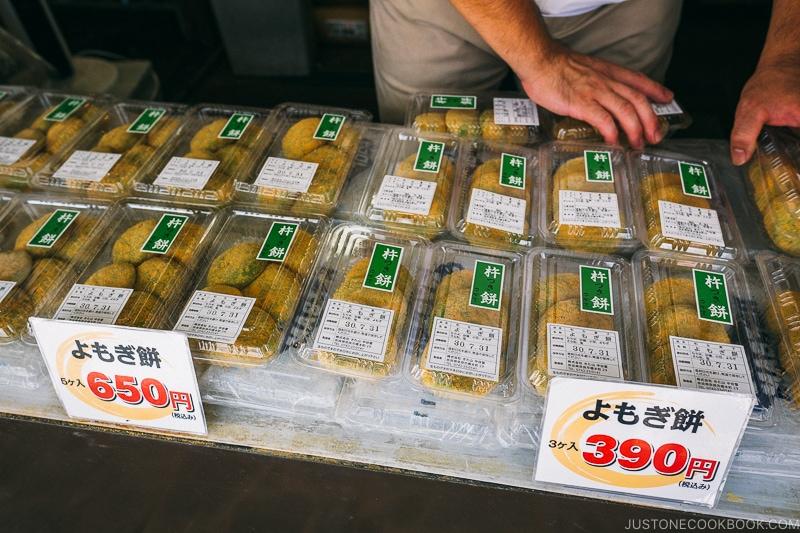 yomogi mochi at Nakatanidou - Nara Guide: Things to do in Nara | www.justonecookbook.com