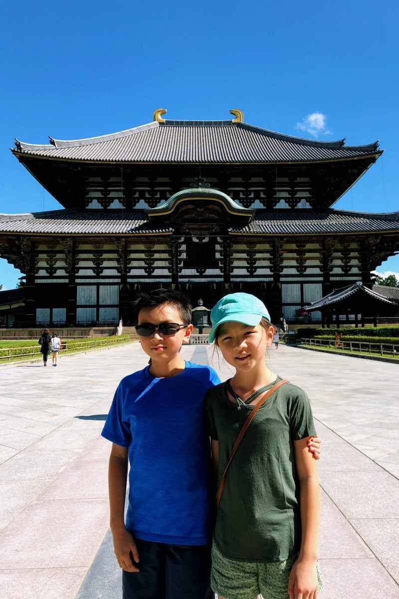 children in front of Todaiji - Nara Guide: Todaiji | www.justonecookbook.com Nandaimon Great South Gate - Nara Guide: Todaiji | www.justonecookbook.com