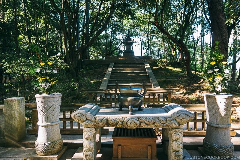 founder's grave at Toshodaiji - Nara Guide: Historical Nara Temples and Shrine | www.justonecookbook.com