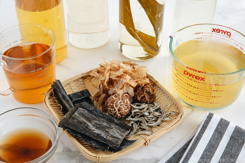 5 different types of dashi in a jar and their ingredients.