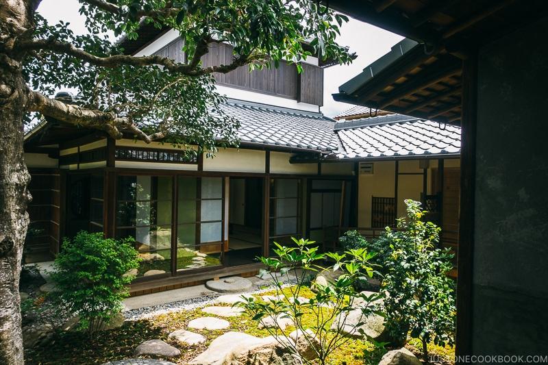 Courtyard inside Koshinoie - Nara Guide: Things to do in Nara | www.justonecookbook.com