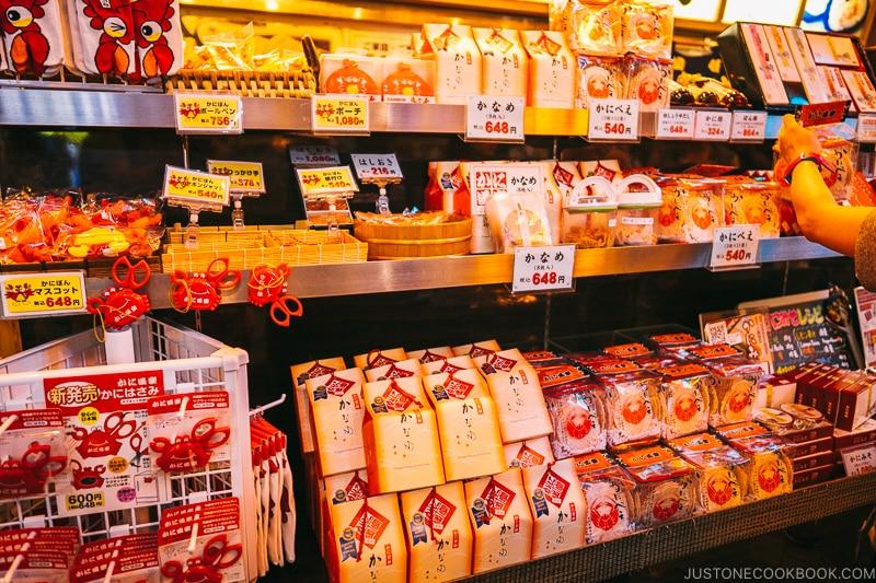 Kani Doraku Dotombori Honten souvenir shop - Osaka Guide: Dotonbori and Namba | www.justonecookbook.com