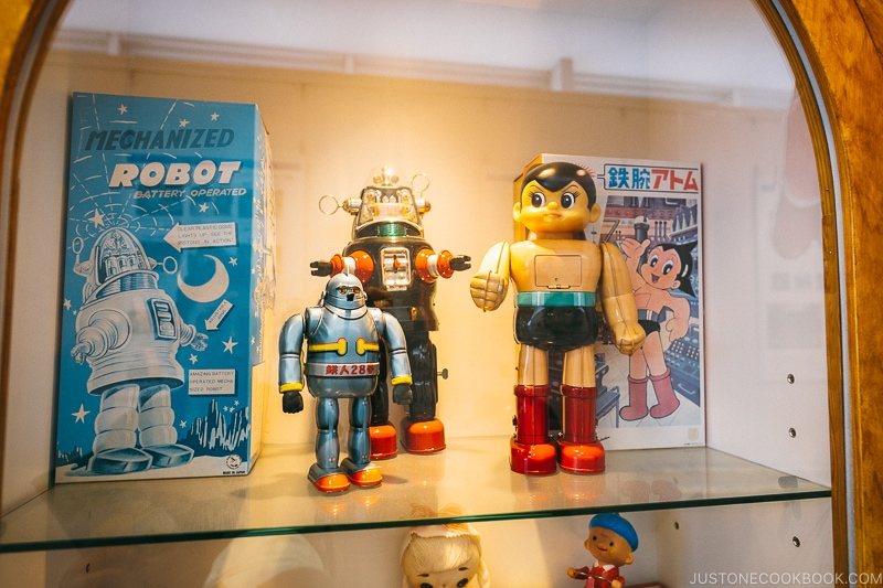 antique Japanese robot toys at Tsutenkaku Tower - Osaka Guide: Tsutenkaku and Shinsekai District | www.justonecookbook.com