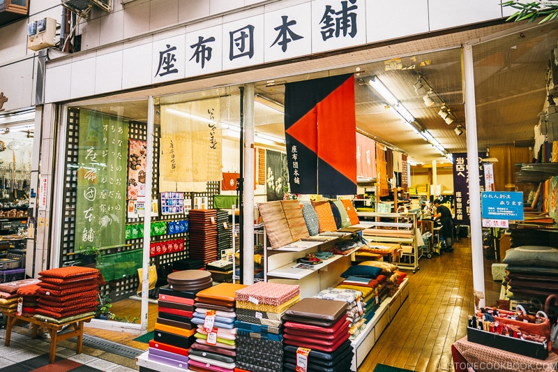 zabuton cushion store - Osaka Guide: Kuromon Ichiba Market and Kitchenware Street | www.justonecookbook.com