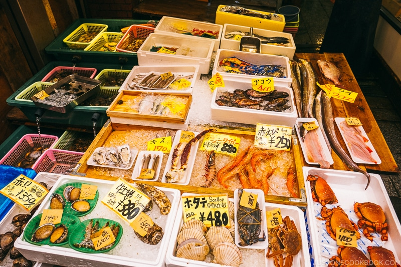shellfish and seafood on display - Osaka Guide: Kuromon Ichiba Market and Kitchenware Street | www.justonecookbook.com