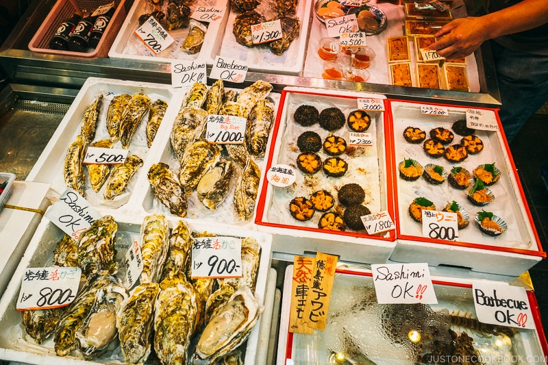 shellfish on ice - Osaka Guide: Kuromon Ichiba Market and Kitchenware Street | www.justonecookbook.com