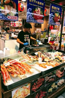 seafood vendor in Kuromon Ichiba Market - Osaka Guide: Kuromon Ichiba Market and Kitchenware Street | www.justonecookbook.com