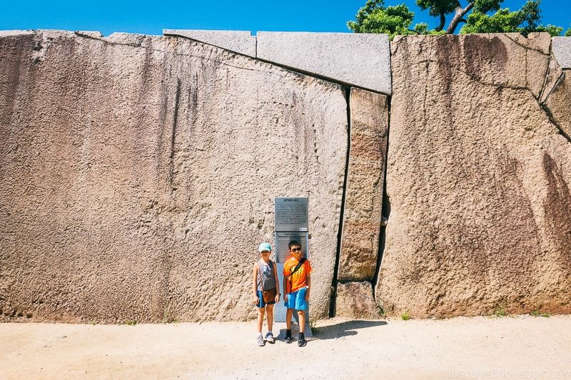 children in front of giant rock wall - Osaka Guide: Osaka Castle| www.justonecookbook.com