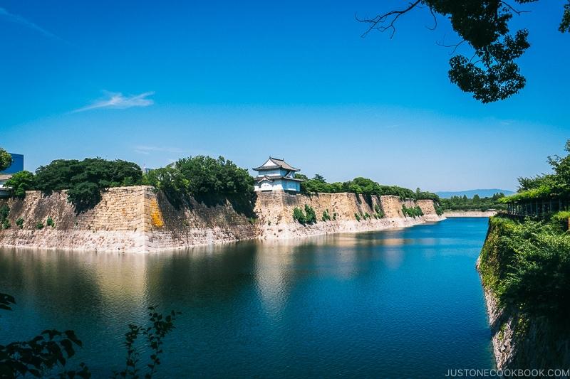moat and stone wall - Osaka Guide: Osaka Castle| www.justonecookbook.com