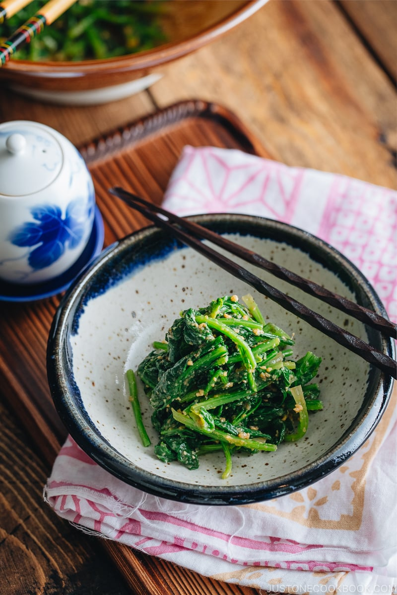 Spinach with sesame miso sauce in a Japanese ceramic bowl.