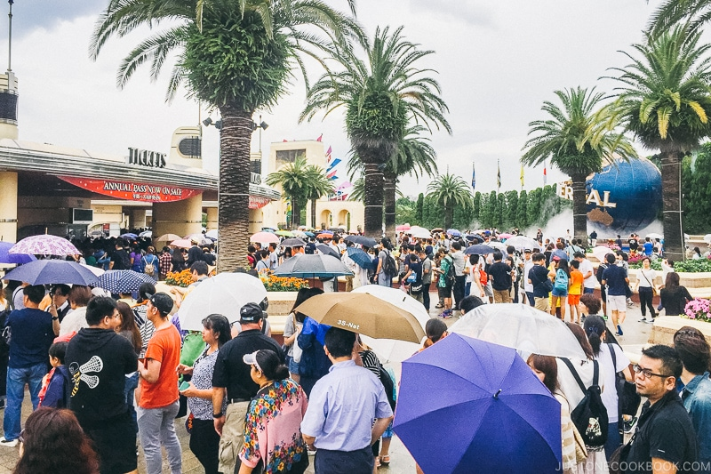 people in line waiting to get into USJ in the rain - Osaka Guide: Universal Studios Japan | www.justonecookbook.com