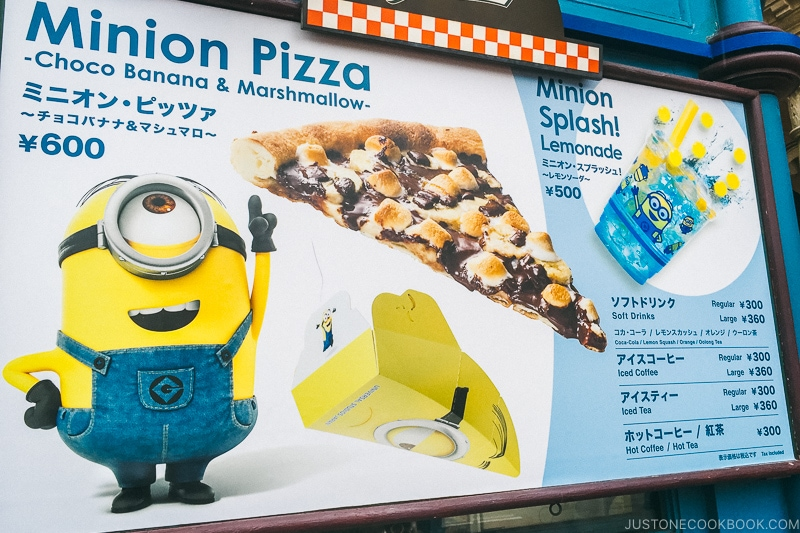 chocolate banana and marshmallow pizza - Osaka Guide: Universal Studios Japan | www.justonecookbook.com