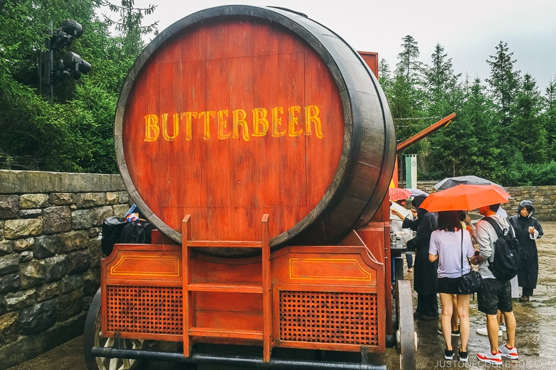 truck selling butterbeer at the Wizarding World of Harry Potter - Osaka Guide: Universal Studios Japan | www.justonecookbook.com
