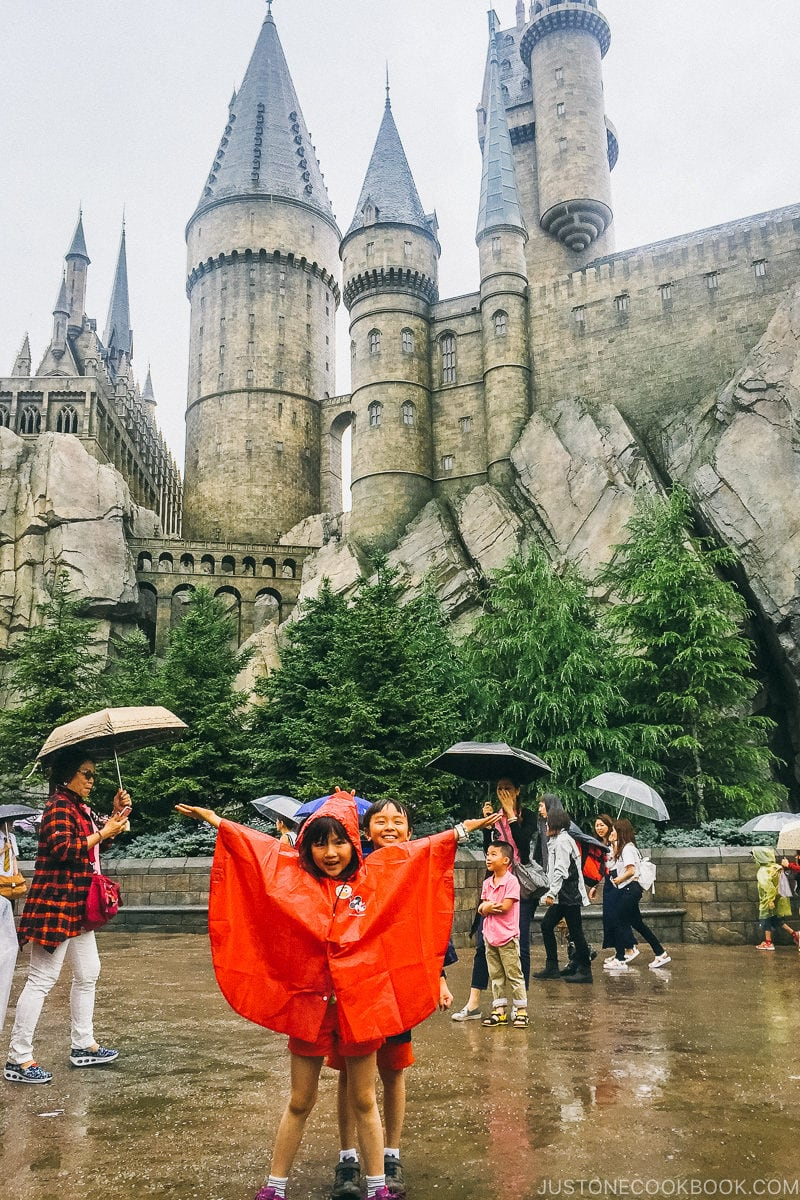 children standing in front of Hogwarts - Osaka Guide: Universal Studios Japan | www.justonecookbook.com