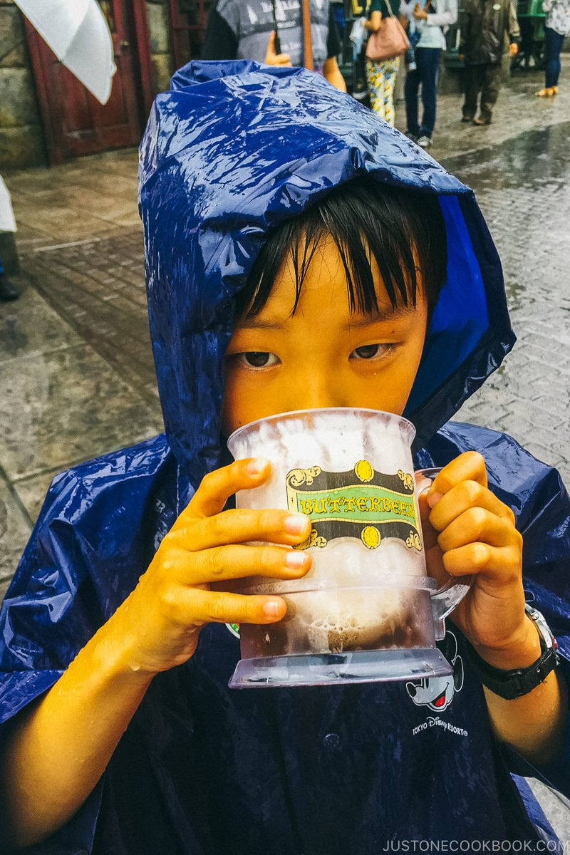boy drinking butterbeer at the Wizarding World of Harry Potter - Osaka Guide: Universal Studios Japan | www.justonecookbook.com