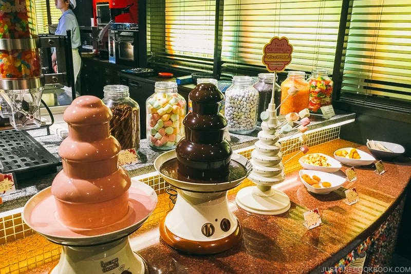 chocolate fountain at Port Dining Rico Rico inside Hotel Universal Port - Osaka Guide: Universal Studios Japan | www.justonecookbook.com