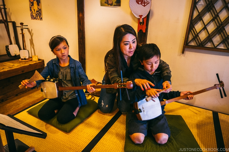 children playing Shamisen three strings - Nikko Travel Guide : Edo Wonderland Nikko Edomura | www.justonecookbook.com