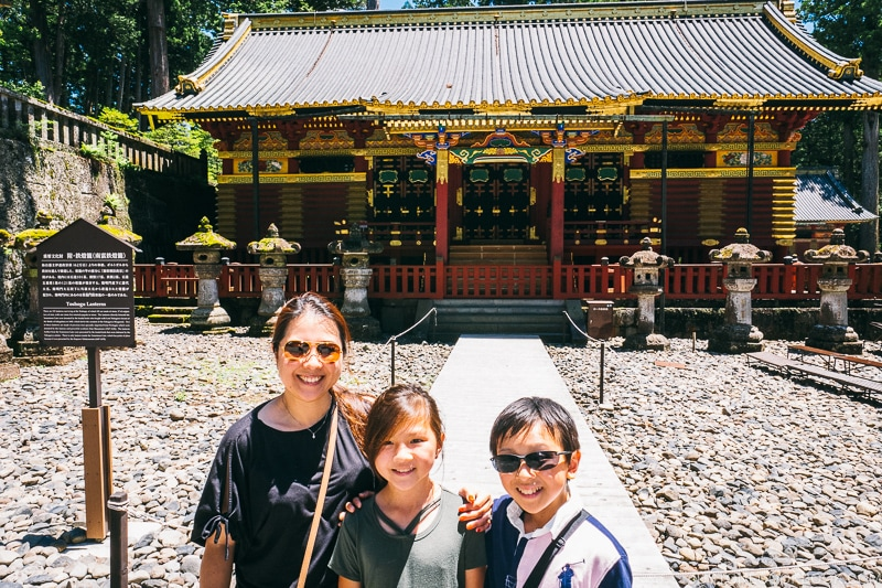 family in front of stone lanterns - Nikko Travel Guide : Nikko Toshogu Shrine | www.justonecookbook.com