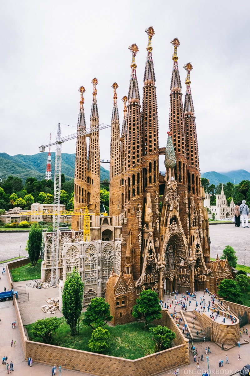 Sagrada Familia - Nikko Travel Guide : Tobu World Square | www.justonecookbook.com