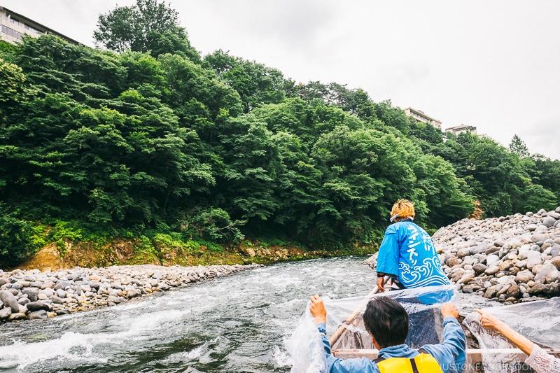 riders holding up plastic tarp on the boat - Nikko Travel Guide : Kinugawa Onsen | www.justonecookbook.com
