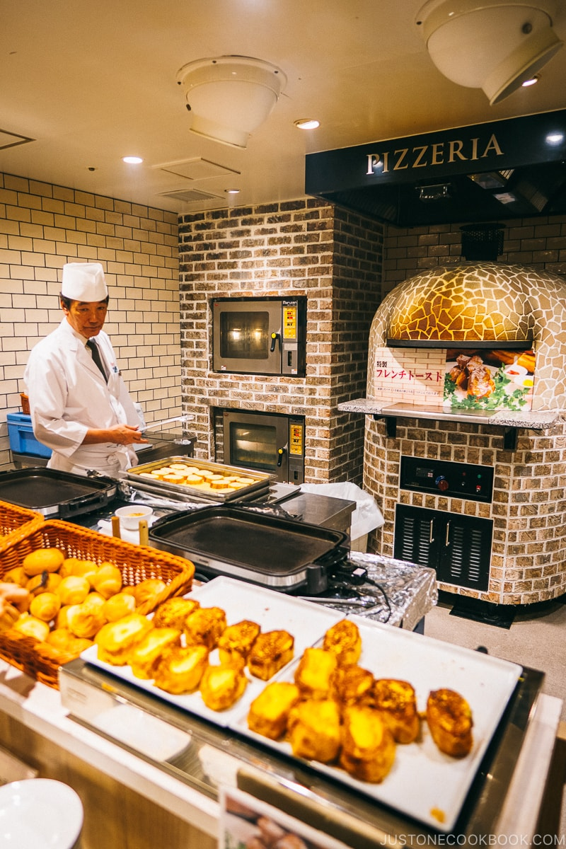 french toast and pizza oven - Nikko Travel Guide : Kinugawa Onsen | www.justonecookbook.com