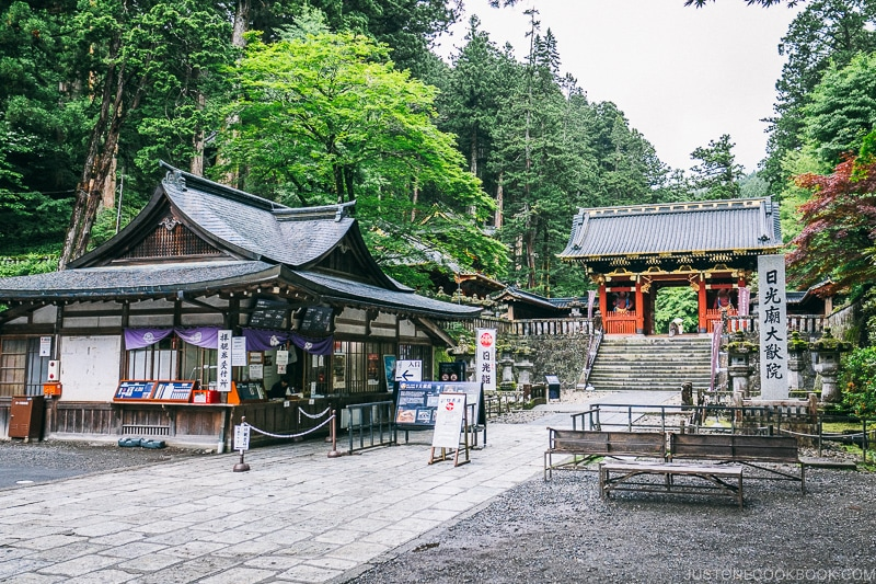 entrance gate at Nikkosanrinnoji Taiyuin - Places to Visit and Things to do in Nikko | www.justonecookbook.com