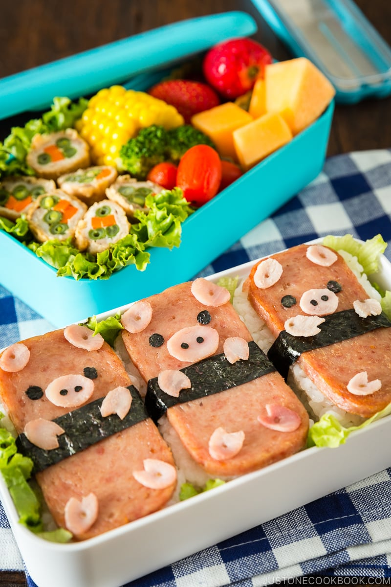 Piggy spam musubi in the two tier bento box.