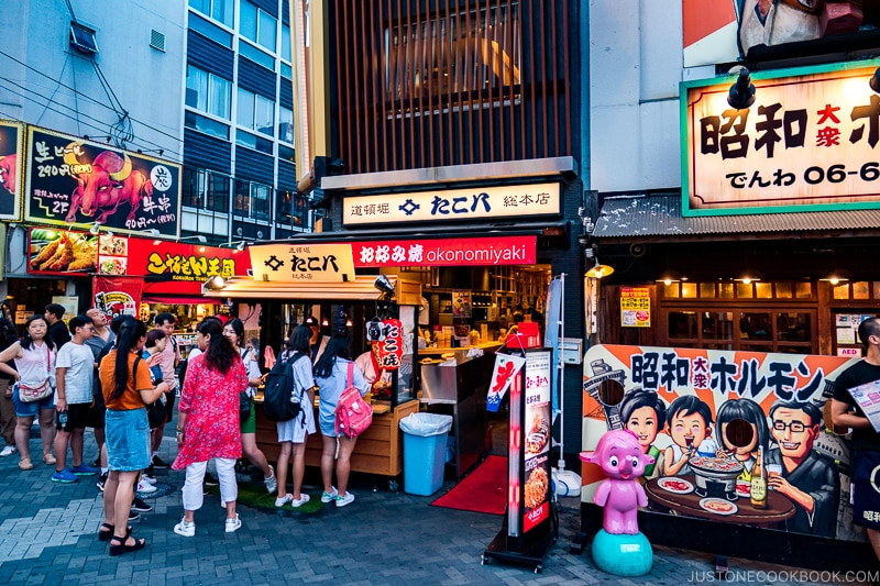 customers line up at food stall - Insiders' Guide for For First Time Visitors to Japan | www.justonecookbook.com