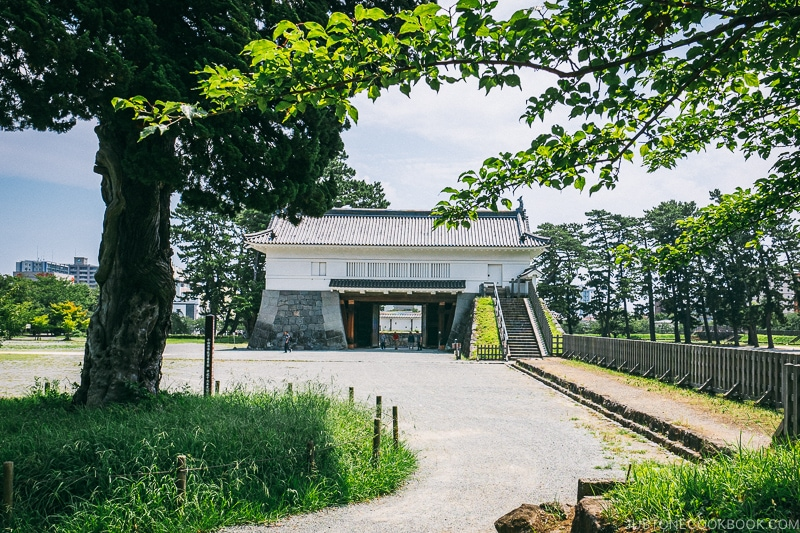 Akagane Gate at Odawara Castle - Odawara Castle Guide | www.justonecookbook.com