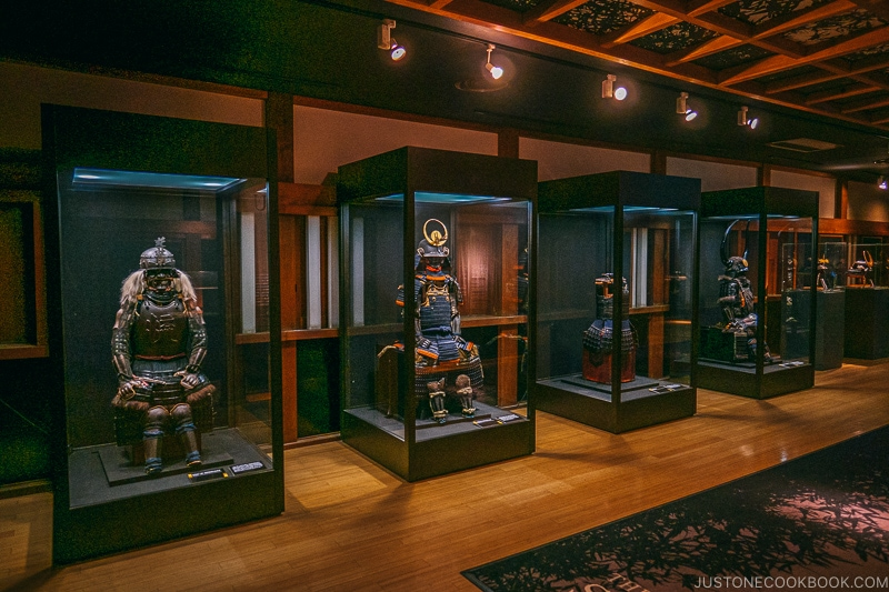 Armor and kabuto (helmet) on display - Odawara Castle Guide | www.justonecookbook.com