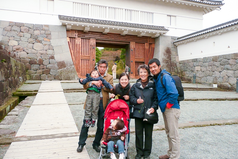 a family photo in front of Akagane Gate - Odawara Castle Guide | www.justonecookbook.com