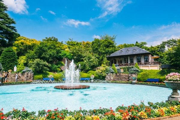 the fountain at Hakone Gora Park - Hakone Gora Travel Guide | www.justonecookbook.com