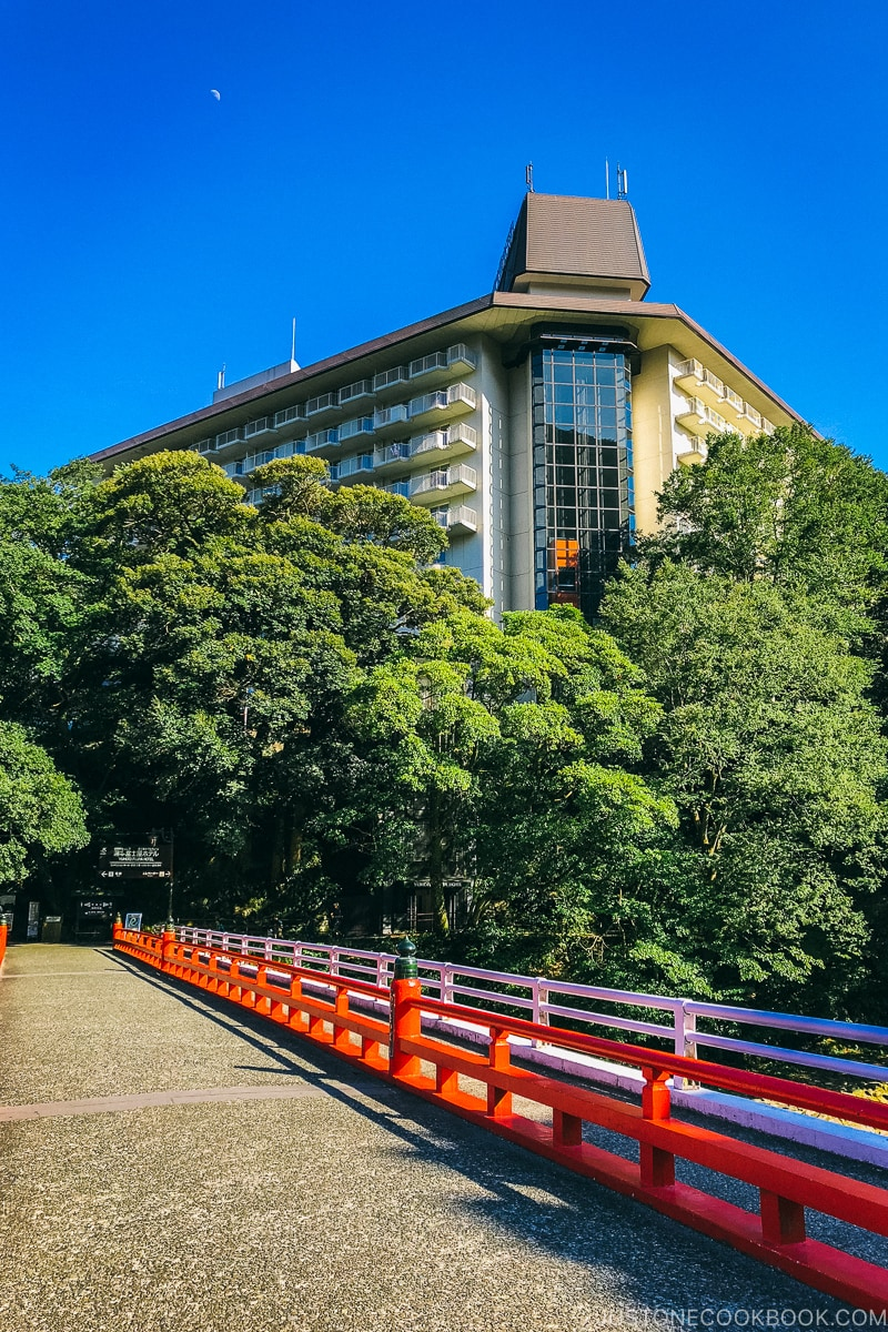 Ajisai Bridge with Yumoto Fujiya Hotel in the back - Hakone-Yumoto and Hakone Freepass Guide | www.justonecookbook.com
