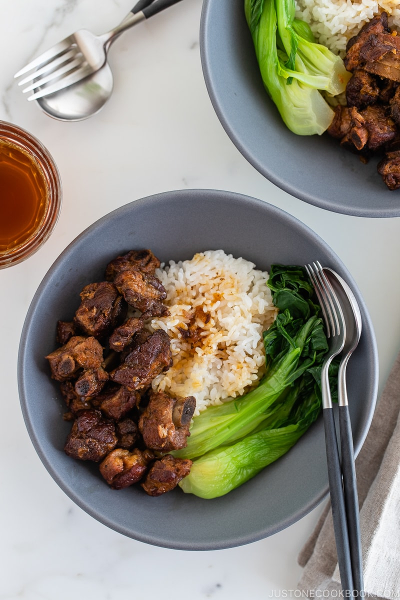 Instant pot honey spare ribs served with rice and steamed bok choy in a grey ceramic bowl.