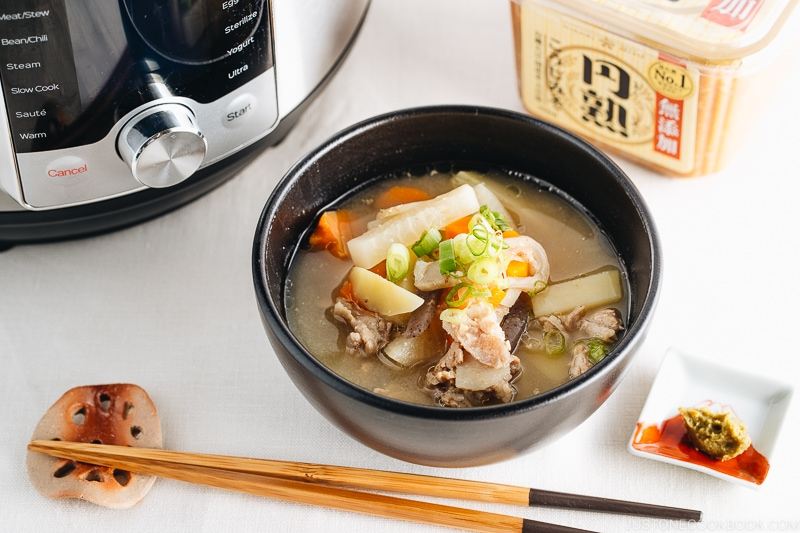 Instant Pot Tonjiru (Pork and Vegetable Miso Soup) ??(???)