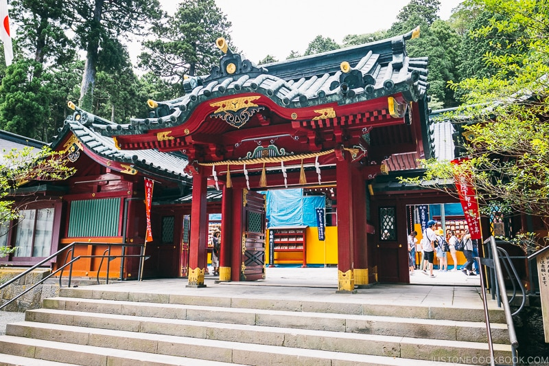 entrance to Hakone Shrine - Hakone Lake Ashi Guide | www.justonecookbook.com