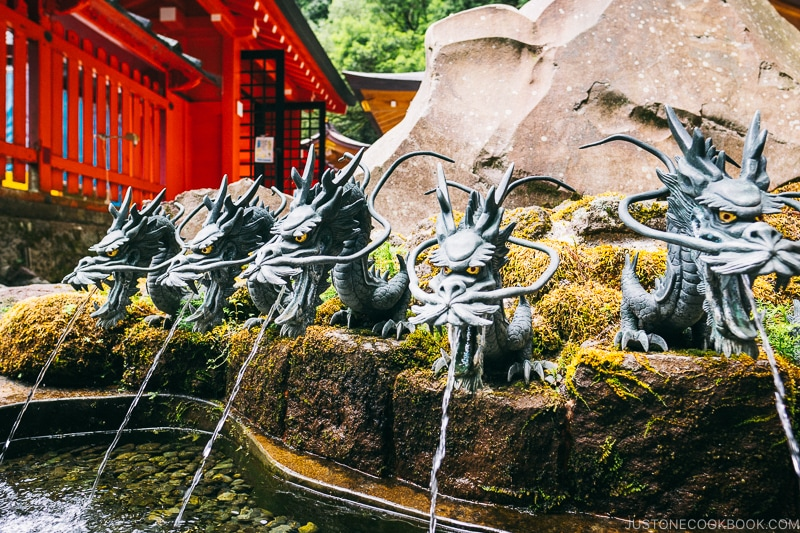 dragon head fountains - Hakone Lake Ashi Guide | www.justonecookbook.com