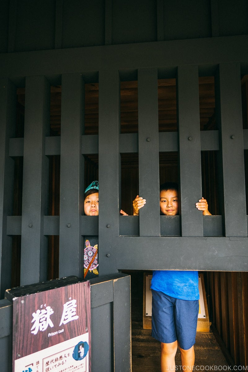 kids inside prison bars at Hakone Checkpoint - Hakone Lake Ashi Guide | www.justonecookbook.com