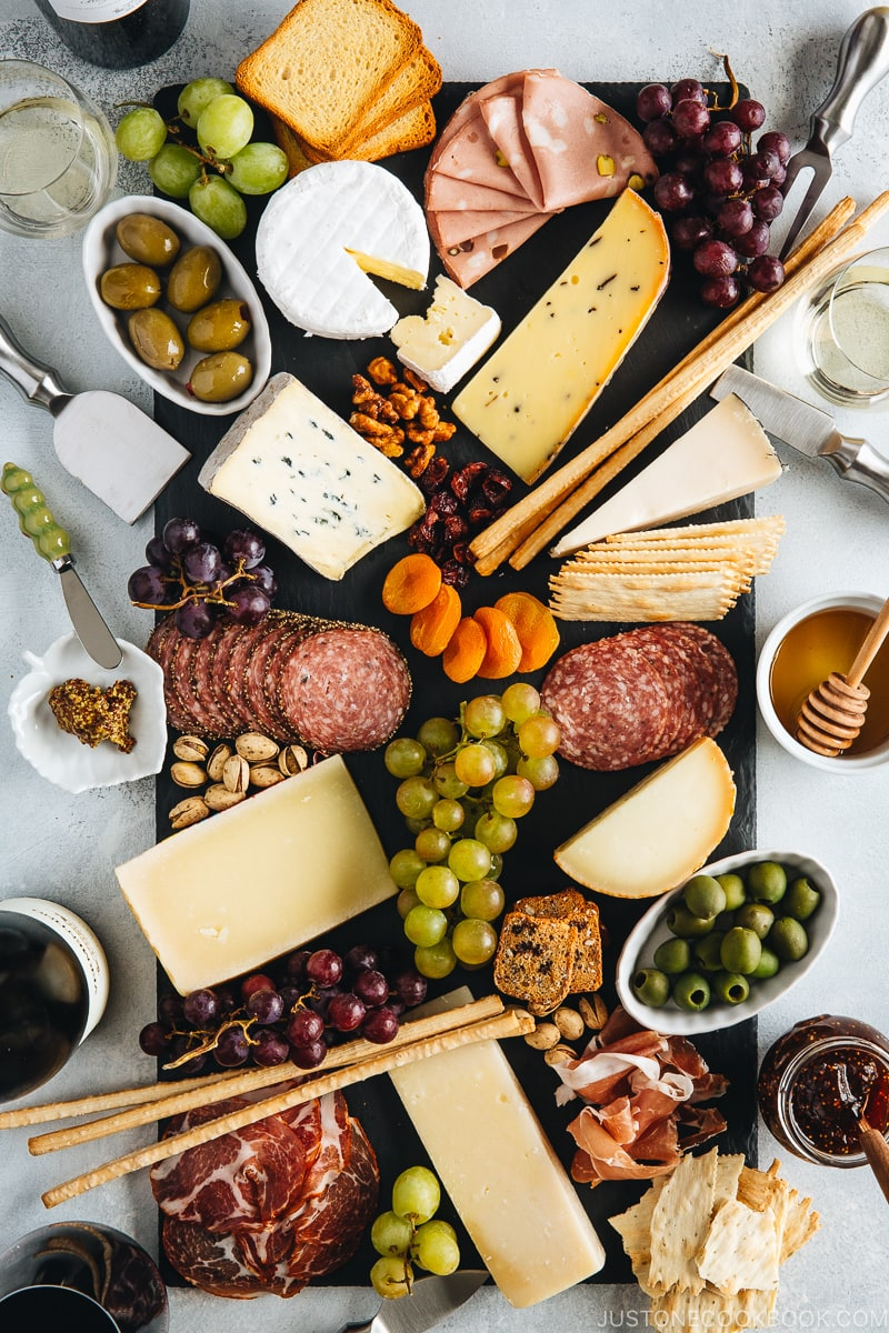 How to make an easy and perfect cheese board