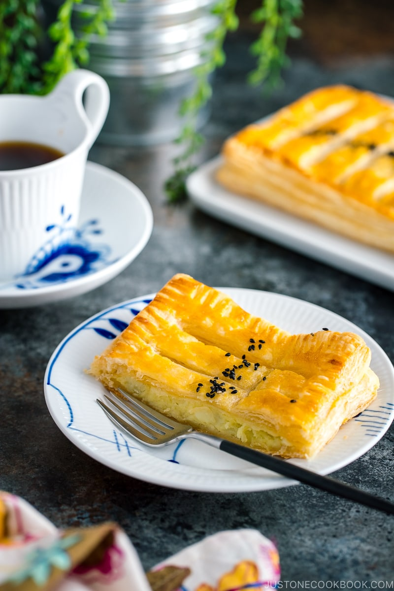 Japanese sweet potato pie served on plates along with coffeel
