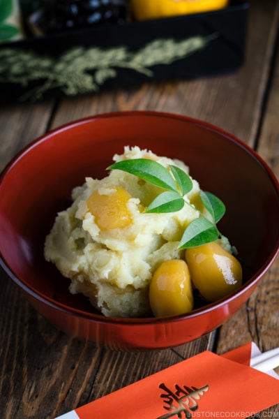 Japanese New Year dish Kuri Kinton is served in the lacquer bowl.