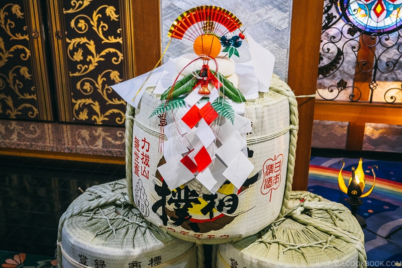 Kagami mochi on top of sake barrel - Celebrate New Year at Isawa Onsen in Yamanishi | www.justonecookbook.com