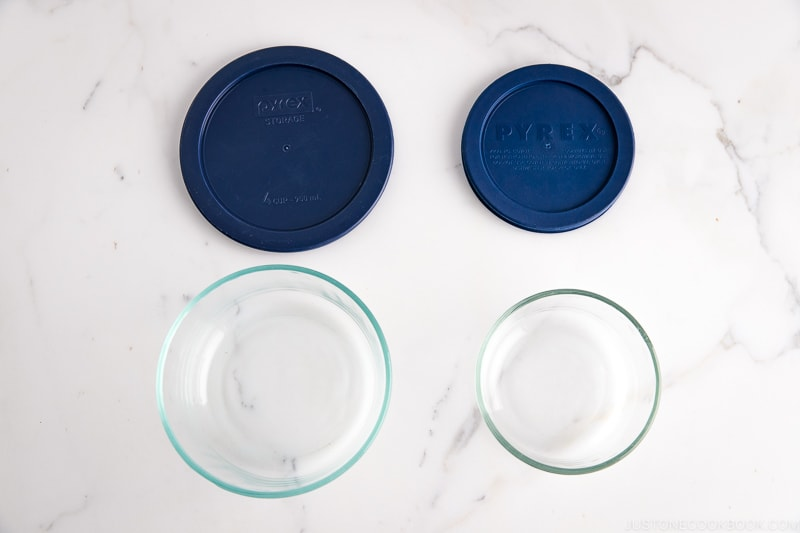 Pyrex glass containers with lids.